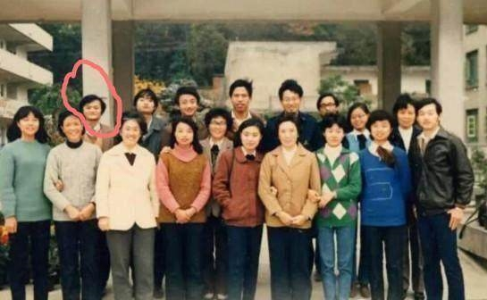 一张马云20年前后同学会站位对比照片,引发网友热议
