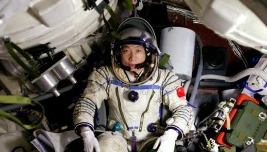 杨利伟首次对太空中发出的诡异敲击声进行回应