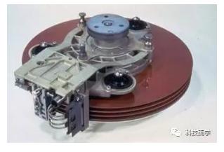 机械硬盘60年发展史,60年的积累在短短6年被颠覆?