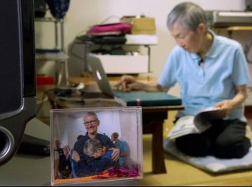 还记得那位自学编程开发苹果APP的82岁老奶奶吗?最近收到了苹果库克的接见