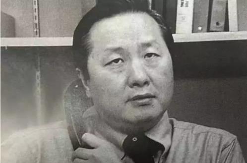 """这位相貌平平的86岁老华人 手中牢牢握着苹果的""""命根子"""""""