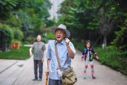 """""""爷爷辈""""的程序员,成都82岁老人借助云技术编写族谱"""