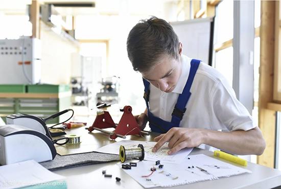 怀揣成为电子工程师梦想的你,在学校中应该做些什么?