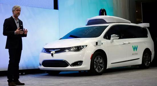 谷歌首款无人驾驶汽车(Level 4)上路行驶