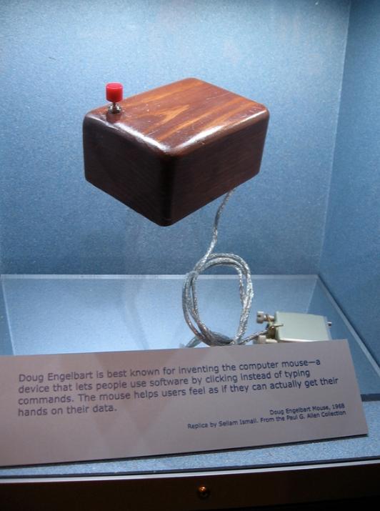 鼠标诞生49周年!你知道世界第一款鼠标长什么样子吗?