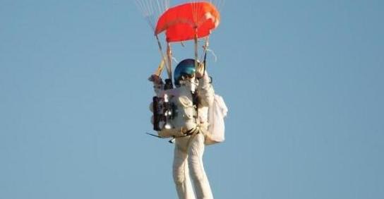 如果带着降落伞从太空往地球跳,能回到地面吗?
