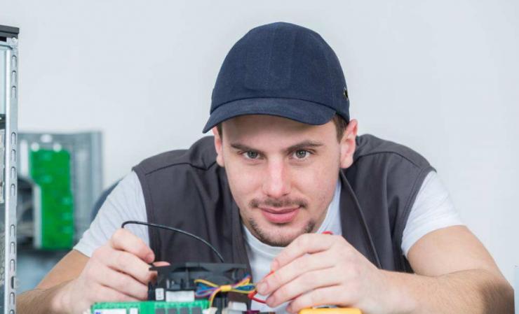"""如何完成从一个""""电子爱好者""""到电子工程师的蜕变?"""