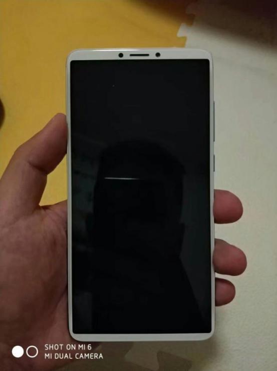 小米廉价全面屏新机红米Note5或本月发布 外形设计有惊喜
