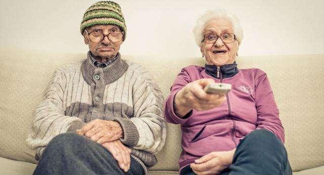 为什么女性普遍活的比男性久?专家:男子汉气概使你寿命不及女性