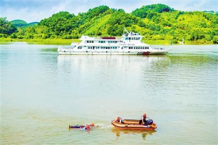 南宁市水上搜救中心举行2019年水上应急新装备展示暨演练活动