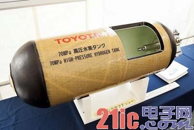 概念车是用压缩氢气作为燃料,在汽车搭载的燃料电池中与大气中的氧高清图片